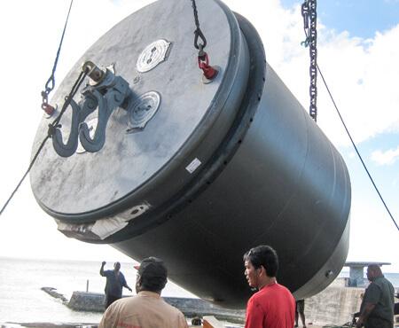 Deep water mooring buoy